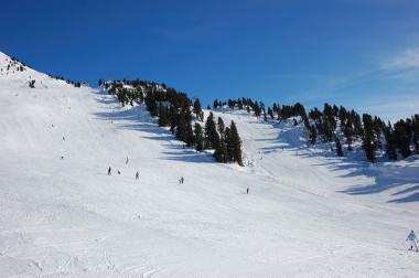 Lyžaři ve skiareálu Hochoetz, Ötztal